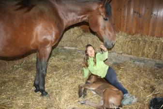 Melín conla Yegua Jungla y su potro recién nacido Roure
